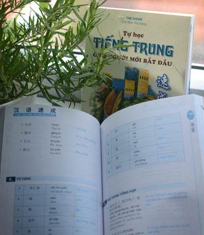 Ảnh 1: Ấn tượng ban đầu cho thấy cuốn sách Tự học tiếng Trung dành cho người mới bắt đầu đáp ứng được yêu cầu về mặt hình thức trình bày và phương thức truyền thụ